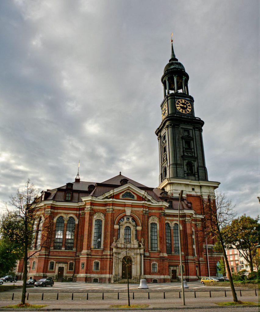 """Hamburgs Wahrzeichen: Die Barock-Kirche St. Michaelis, besser bekannt als """"der Michel"""""""