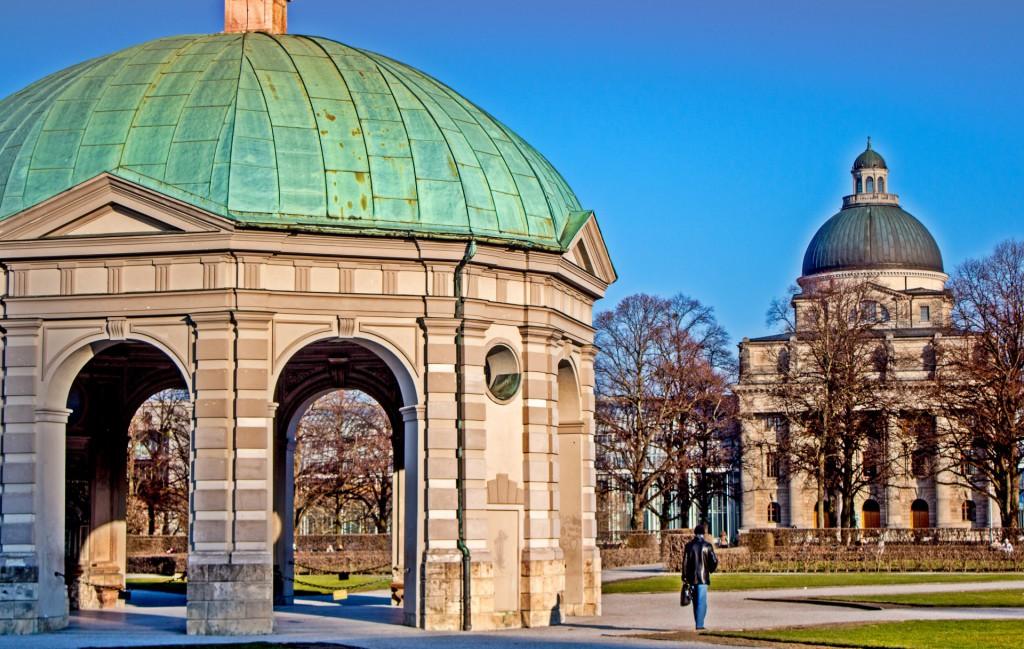 Im Pavillon des Hofparks vor der Residenz sitzen im Sommer oft Musiker und lassen friedliche Töne durch den Garten erklingen