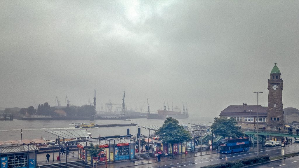 Typisches Schietwetter in Hamburg - vergesst den Regenschirm nicht!