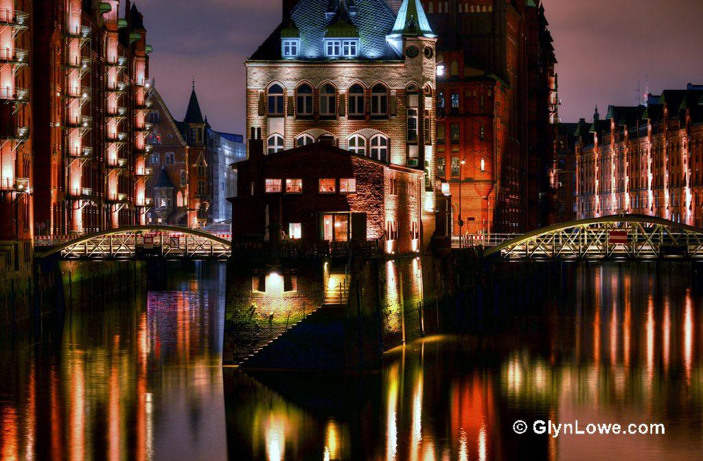 Wunderschön bei Tag UND Nacht: Die Speicherstadt