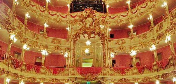 Klein aber dafür so richtig fein: Das Cuvilliés Theater war ursprünglich nur für die Könige und Fürsten errichtet worden