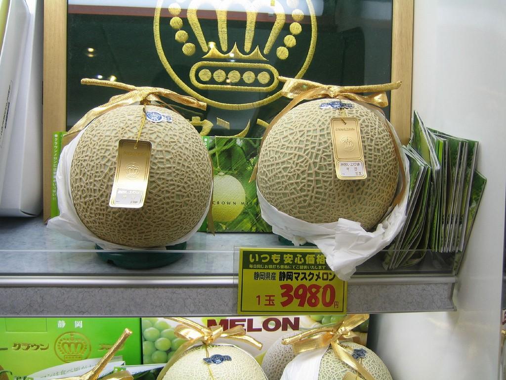 Hochglanz-Melonen im japanischen Geschenk-Laden (umgerechnet knapp 30€ pro Stück)