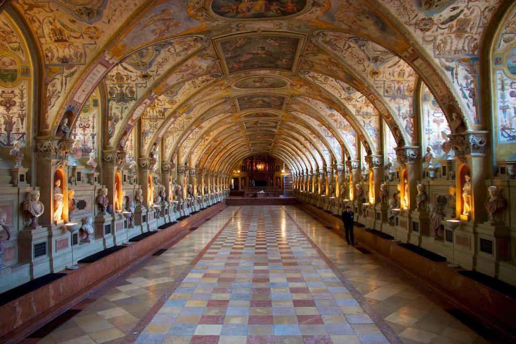 Der erste Saal des Residenzmuseums ist vollgestellt mit Büsten großer Imperatoren - das Antiquarium