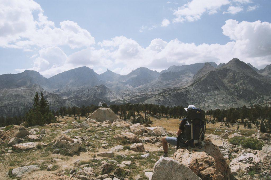 Für alle Fälle gerüstet: Wanderausrüstung für steiniges Gelände unterscheidet sich zum Teil wesentlich von anderer Wanderausrüstung